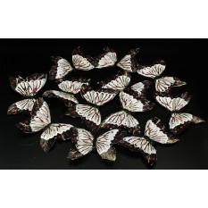 Бабочки серо - розовые из перьев для декора 12 штук.